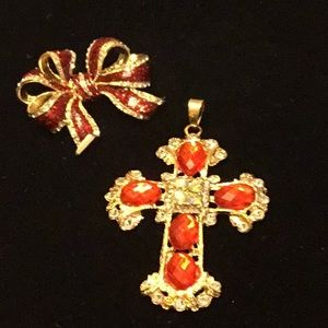 Red Holiday Time Stunning Broach and Pendant EUC
